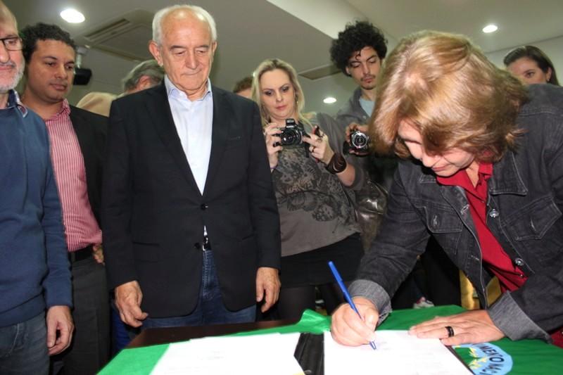 """Representantes assinam o projeto """"Gerando Renda e Criando Dignidade"""""""