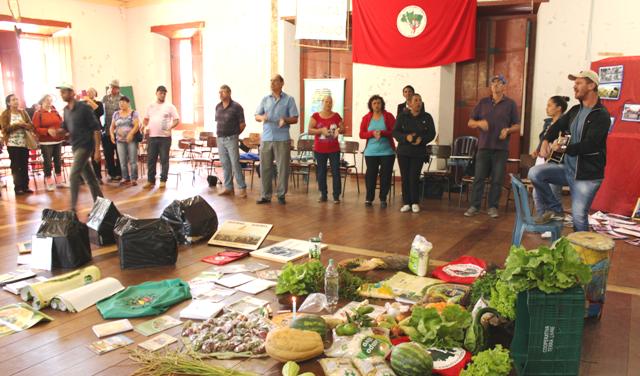 Abertura do Intercâmbio debate reforma agrária popular