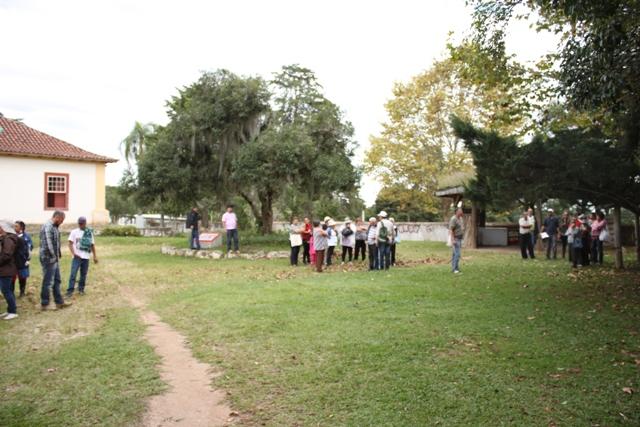 Grupos visitam a produção do Assentamento Contestado