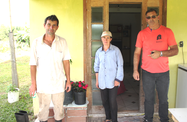 João Amaral, de Curitiba, e o casal de agricultores Odair e Julia Trizote Saldanha